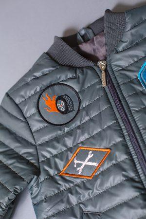 стильная недорогая курточка деми для мальчика