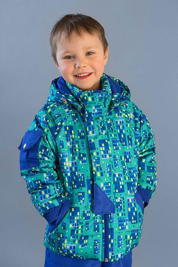 недорогая куртка деми принт домики для мальчика