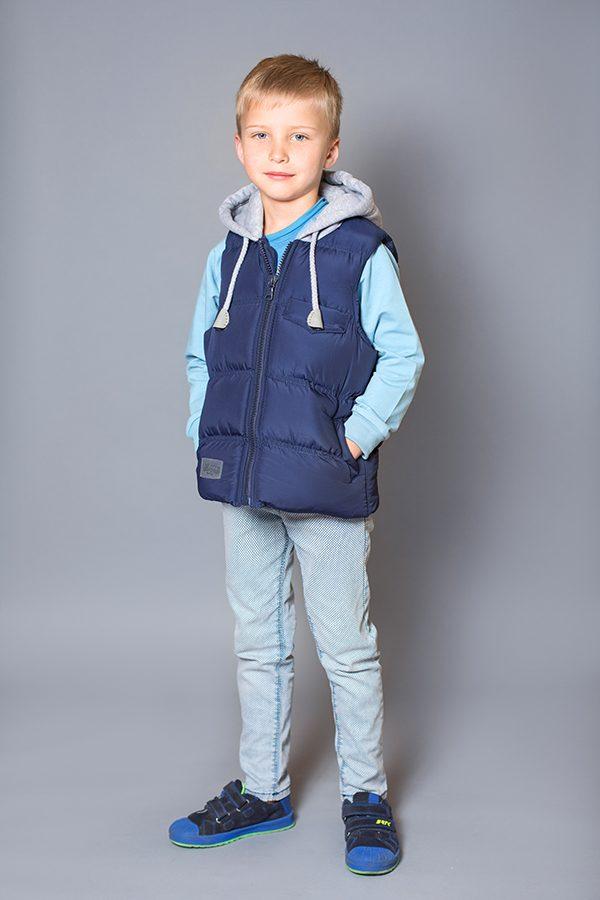 e38ecaf0b2e Стильная жилетка для мальчика с капюшоном