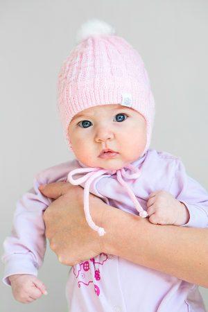 вязаная шапка на завязках розовая для новорожденной зимняя
