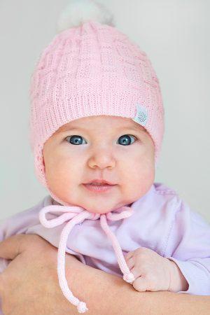 недорогая шапочка вязаная с помпоном для девочки
