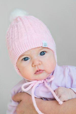 зимняя шапочка на завязках для новорожденной