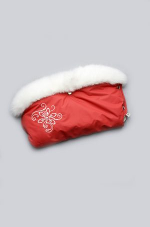 яркая муфта с опушкой и вышивкой красная