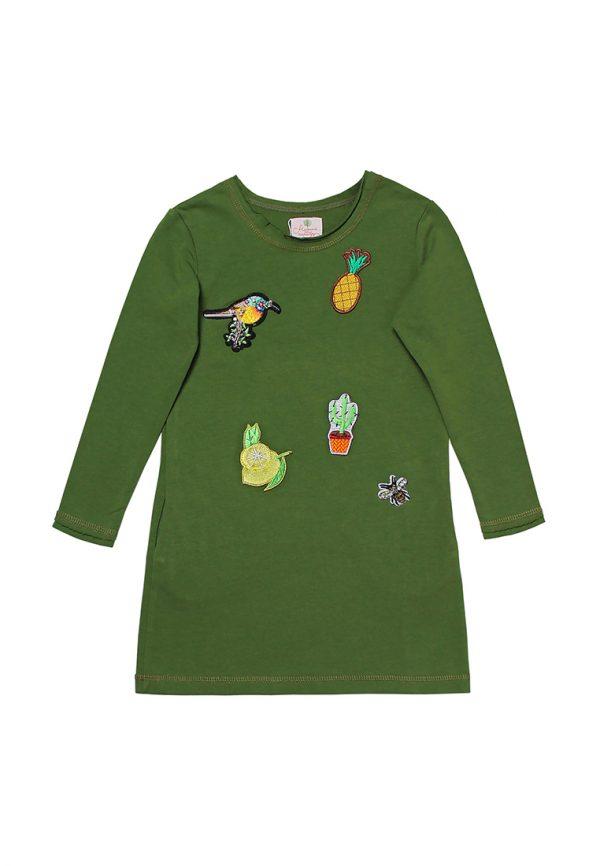 зеленое детское платье с яркой нашивкой