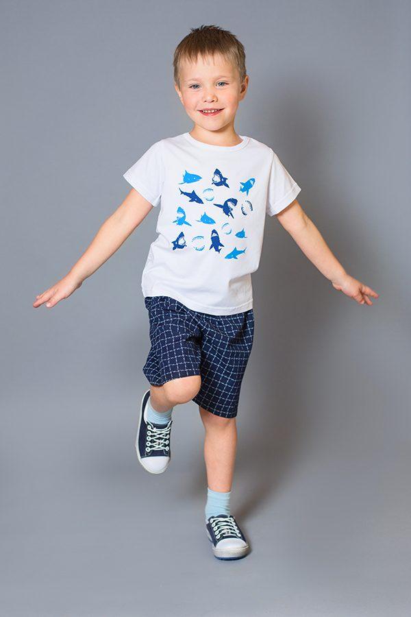 синие шорты футболка белая акулы для мальчика купить