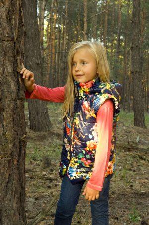 купить удлиненный жилет яркий для девочки